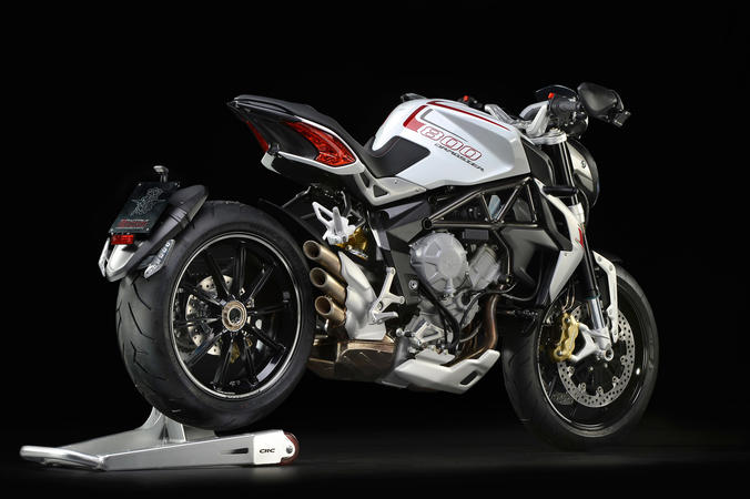 MV Agusta представи мотоциклета Brutale 800 Dragster в България