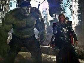 Богът на гръмотевиците Тор се изправя срещу Хълк в първия трейлър на Тор: Рагнарок