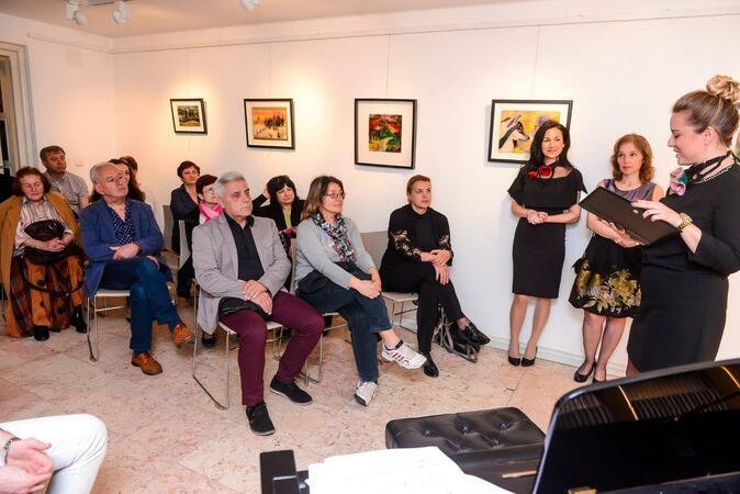 Дили Бозаджиева вдъхновява с картини от вълна