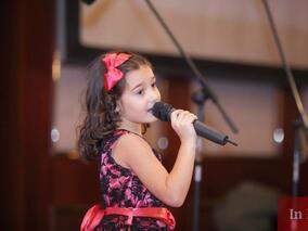 Моника Шахин - любимката на продуцента на Ерос Рамацоти на сцената на празника на Младост