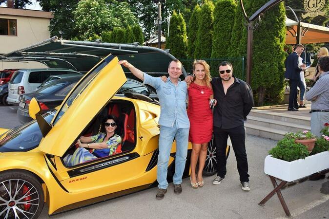 Родни звезди яхнаха 550 коня за откриването на летния сезон в София